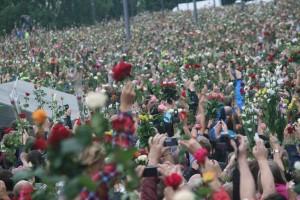 Vi trenger ikke bare roser, vi trenger samhold.