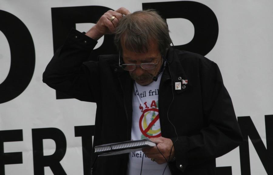 Kaspar Birkeland fikk ikke helt dreis på høyttaleranlegget.