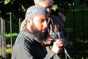 IRN må ta utvetydig avstand fra ekstremistene.