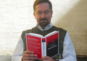 John Færseth håper han kan bidra med folkeopplysning om tankegodset i konspirasjonsmiljøene.