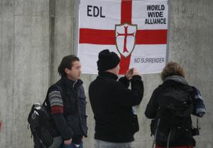Det må bevilges midler til forskning på høyreekstreme. Her fra en islamfiendtlig demonstrasjon i Oslo.