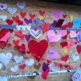 300 mennesker møtte frem i den annonserte kjærlighetsbombingen av den brannbombede moskeen i Eskilstuna.