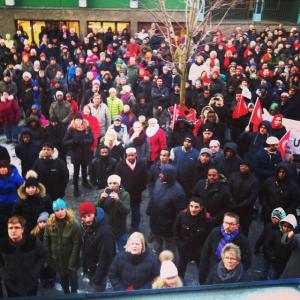 300 mennesker møtte opp for å vise solidaritet etter moskebrannen.