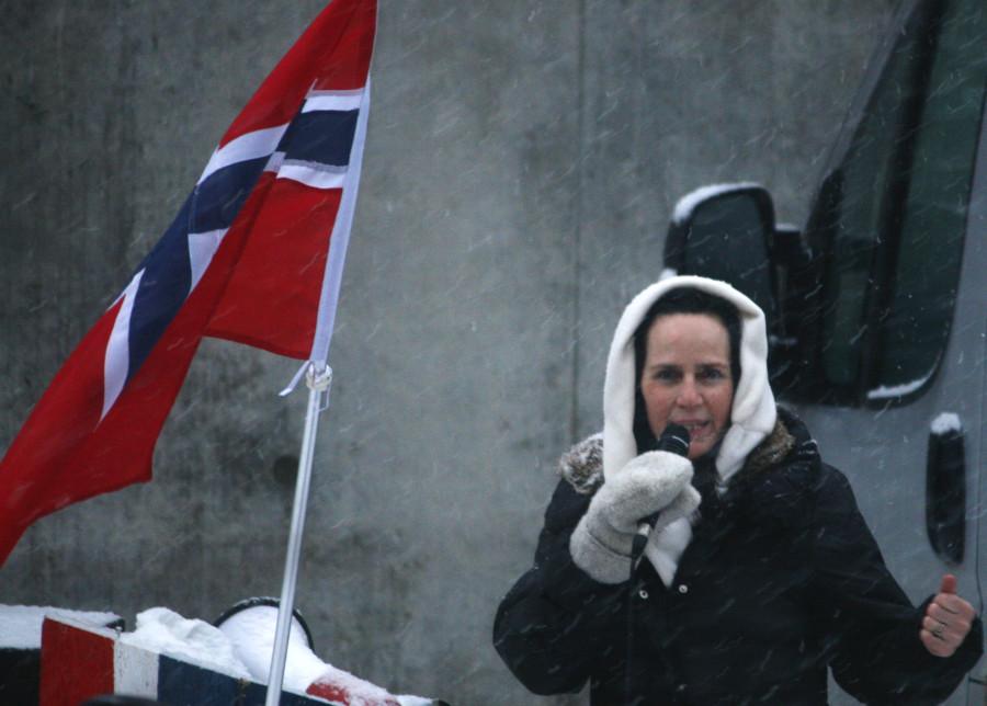 Kjersti Margrethe Adelheid Gilje ønsker seg borgerkrig. Her er Gilje fotografert under en muslimfiendtlig demonstrasjon i Oslo i 2012.
